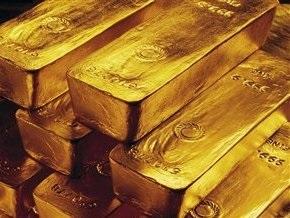 Рынок сырья: Цена золота растет на ослаблении доллара