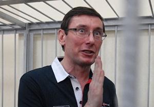 Суд перенес рассмотрение дела Луценко на 19 июля