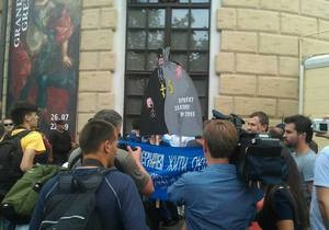 УП: Милиция задержала участников акции протеста под Мистецьким Арсеналом