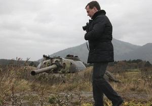 Япония поменяет посла в Москве из-за визита Медведева на Курилы