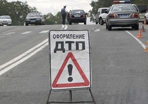 В Днепропетровской области микроавтобус протаранил три легковушки, погибла россиянка