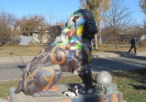 В Луганске вандалы разбили Писанкового льва, подаренного Львовом