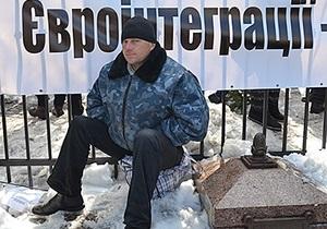 СМИ: Участники митинга ПР за евроинтеграцию получили по 200 грн