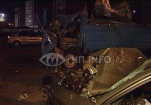В Киеве Daewoo столкнулся с грузовиком, перевозившим свиней: одно животное погибло