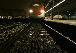 Во Франции мужчину, забравшегося на крышу поезда для эротической фотосессии, ударило током