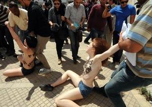 В Тунисе трех активисток Femen приговорили к четырем месяцам тюрьмы