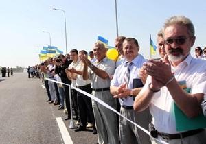 Янукович не хочет, чтобы его кортеж встречали люди с флажками