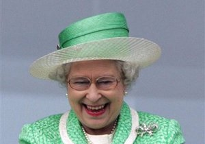 Королева Великобритании стала прабабушкой