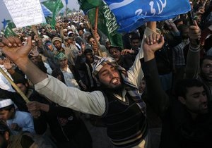 В Пакистане на антиамериканскую демонстрацию вышли 70 тысяч человек