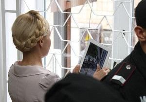 У Тимошенко проблемы со спиной, ей тяжело ходить - адвокат