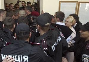 Милиционеры, участвовавшие в потасовке в суде, написали заявления как пострадавшие