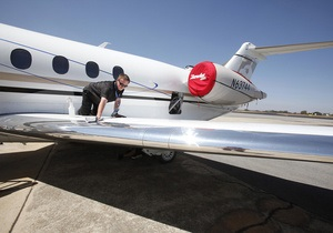 В аэропорту Внуково самолет приземлился на фюзеляж