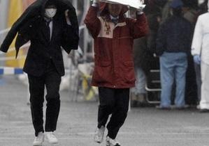 Сильнейший тайфун гонит на Японию многометровые волны