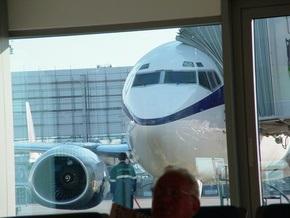 Самолет рейсом Киев-Анталия совершил экстренную посадку в Симферополе