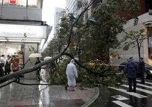 К побережью Японии приближается мощный тайфун