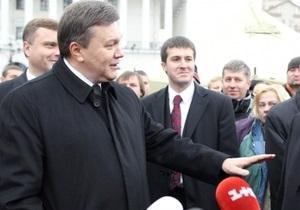Фотогалерея: Услышать каждого. Янукович и Азаров посетили палаточный городок предпринимателей