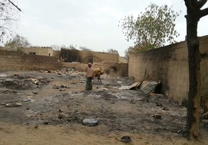 На севере Нигерии после боев с исламистами сгорел город