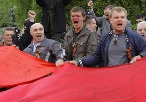 КС признал неконституционным официальное использование красного флага (обновлено)