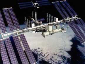 NASA и Microsoft разрешили повращать МКС и взглянуть на нее изнутри