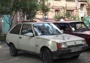 В Запорожье четверо хулиганов разрисовали улицы свастикой
