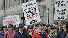 Госслужащие Британии протестуют против пенсионной реформы
