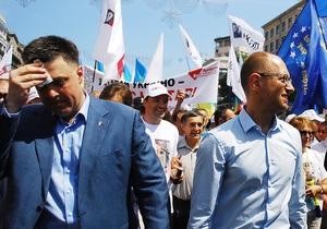 Тягнибок категорически отказался идти на встречу к Януковичу. Яценюк согласился
