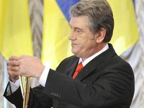 Ющенко наградил Костенко орденом