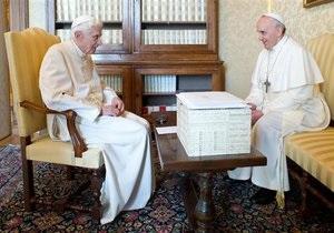 Новый Папа - Франциск: Впервые в истории состоялась встреча Папы Римского с его предшественником