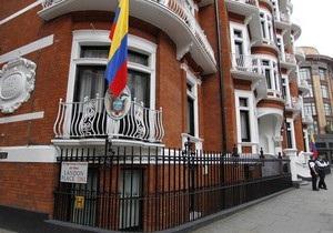 Британия  угрожает  посольству Эквадора из-за Ассанжа
