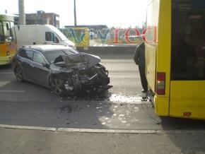 В Киеве Honda въехала в троллейбус