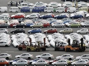 В России продажи легковых автомобилей упали более чем в два раза