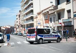 Преступник, захвативший заложников в банке в Тулузе, освободил одну женщину