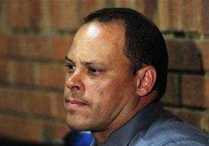 Обвиняемого в убийстве следователя отстранили от дела Писториуса