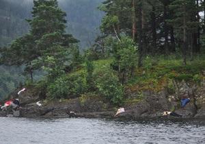 СМИ: Норвежский террорист убил сводного брата норвежской кронпринцессы