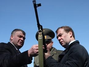 Медведев намерен создать все условия для службы женщин в российской армии