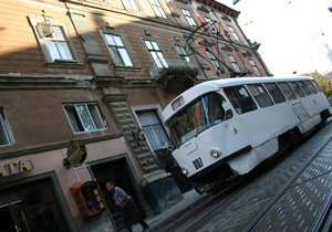 Во Львове безбилетный пассажир избил контролера