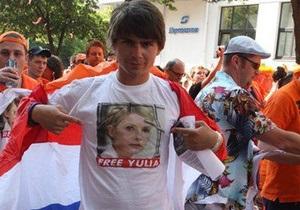 Сторонники Тимошенко уверены, что гости Евро-2012 обеспокоены ее судьбой
