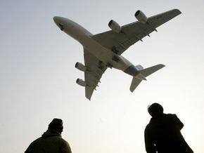 Пассажир самолета, летящего из Новосибирска в Ереван, попытался совершить самоубийство