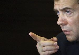 Медведев поручил спецслужбам наносить удары  по норам террористов