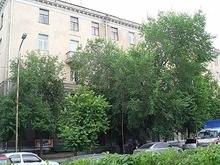 Россиянин выпал из окна и разбился, забирая у жены бутылку водки
