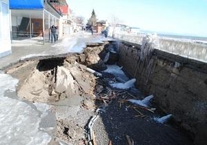 Море волнуется - раз. В Алуште и Партените шторм разрушил набережные