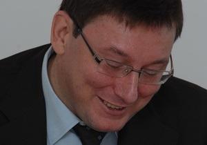 Луценко призвал искоренять грубость среди милиционеров