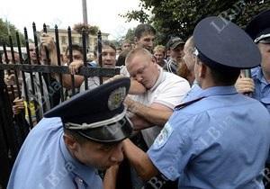 Киевляне второй раз пошли на штурм Святошинского РОВД, протестующие кричат Врадиевка