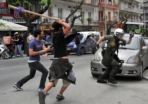 В центре Афин демонстранты подожгли один из банков: есть жертвы