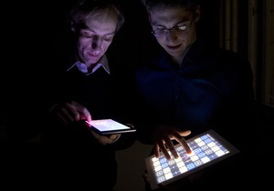 Пользование телефоном и планшетом перед сном приводит к стрессу - исследование