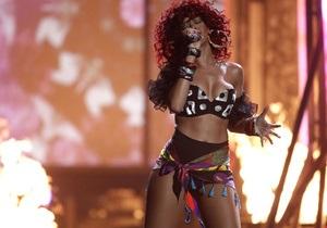 Во время концерта Рианны в Техасе на сцене произошел пожар