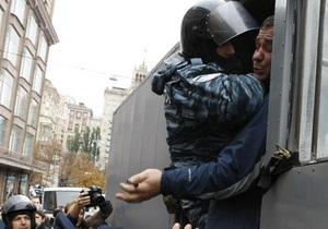 КС: Милиция не может задерживать граждан за неповиновение