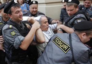 Рогозин посоветовал сделать прививку полицейскому, якобы укушенному Каспаровым