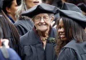 Американка закончила колледж в 94 года
