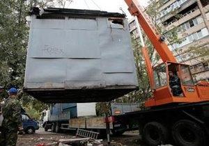 Ко Дню Киева на Святошино убрали 24 незаконных МАФа